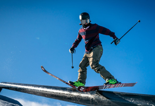 Winsport Slopestyle intermediate skier
