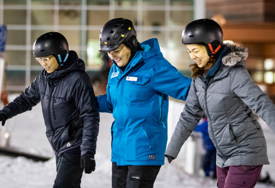 Winsport Womenslesson instructor with two snowboarders